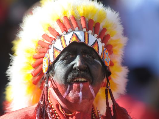 A Kansas City Chief fan dons face point and a Native American headdress (Photo: Kirby Lee, USA TODAY Sports)