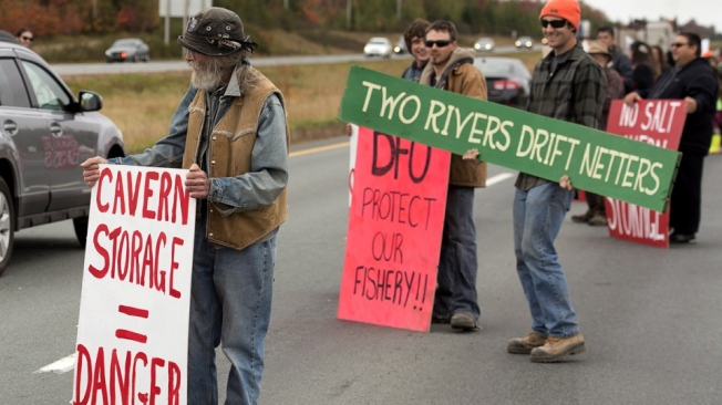 Protesters show their opposition to the construction of a natural gas STORAGE FACILITY near Stewiacke, N.S. on Wednesday, Oct. 1, 2014. (Andrew Vaughan / THE CANADIAN PRESS)