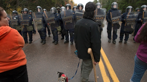 Protesters faced a line of police officers in Rexton back in October 2013 as police were enforcing an injunction to end an ongoing demonstration against shale gas exploration. (Andrew Vaughan/Canadian Press)
