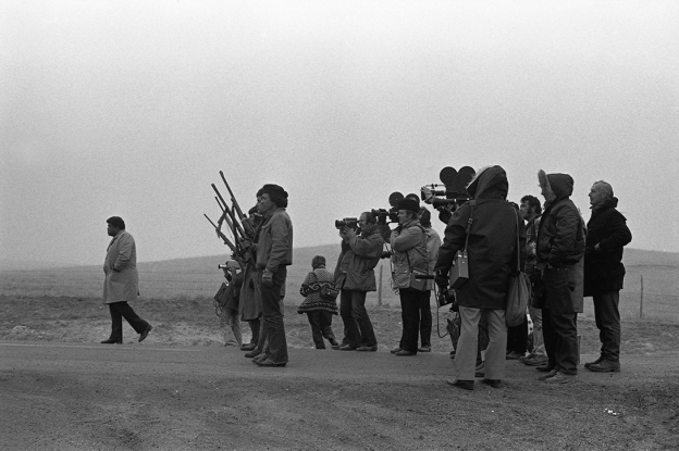 a history of the incidents that happened in wounded knee On february 27, 1973, a team of 200 oglala lakota (sioux) activists and members of the american indian movement (aim) seized control of a tiny town with a loaded history -- wounded knee.