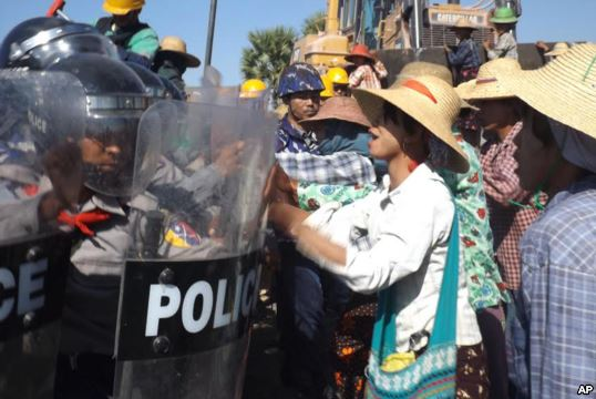 Farmers confront riot police at the site of the Letpadaung copper mine near Monywa in northwestern Myanmar, Dec. 22, 2014