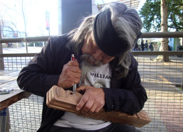 Rick Williams carving in Seattle City Center. Photo by Kayla Schultz.
