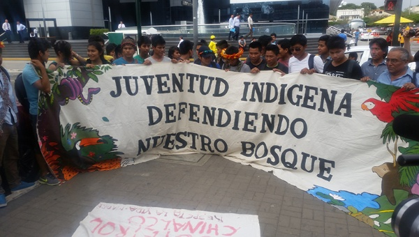 Demonstration in solidarity with Indigenous People Struggle in the Amazon against PlusPetrol Oil Company | Photo: teleSUR / Peru