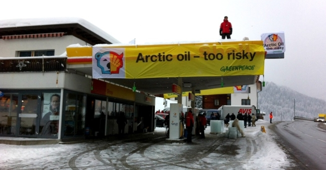 Greenpeace protests Shell's drilling in the Arctic. (Photo: Greenpeace Switzerland/cc/flickr)