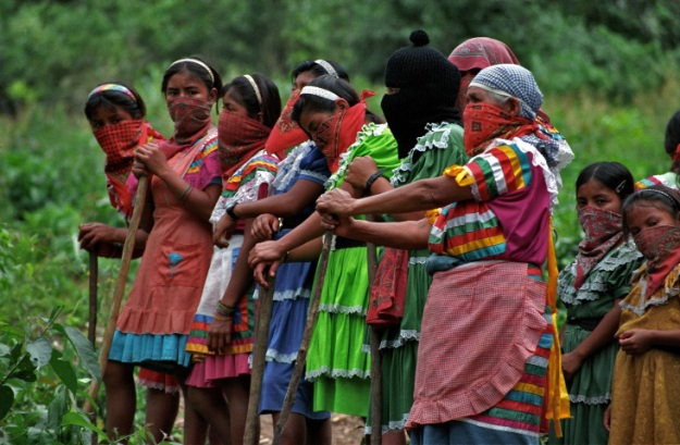 Zapatista women from the village of Amador Hernandez prepare to stand off with Mexican soldiers.| Photo: Tim Russo