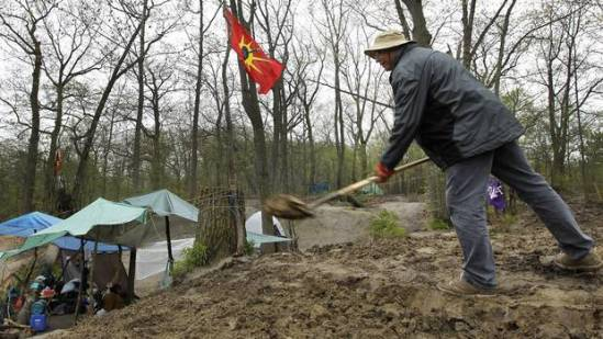 William Chief of Red Power United is one of the native men and women who have begun to dig to rehabilitate an area in the south end of Toronto?s High Park that they call Snake Mounds. (Peter Power/The Globe and Mail)