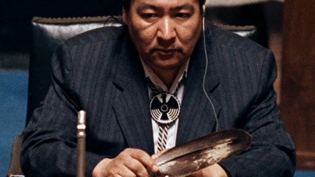 Aboriginal leader Elijah Harper, a former Manitoba MLA and MP, played a key role in defeating the Meech Lake accord. Here, Harper holds an eagle feather for spiritual strength as he refused to support the accord in Winnipeg in 1990. (Wayne Glowacki/Winnipeg Free Press/Canadian Press)