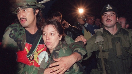 Mohawk Warrior known as Noreiga clutches a Mohawk woman as he is taken into costody Sept. 26, 1990 by Canadian soldiers during the surrender at the Kanasehtake Reserve at Oka. (Bill Grimshaw / THE CANADIAN PRESS)