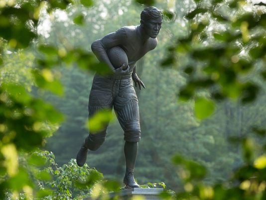 A statue of Jim Thorpe at the Jim Thorpe Memorial park shows him as a football player. He also played big-league baseball and was an Olympian. (Photo: Bill Streicher, USA TODAY Sports)