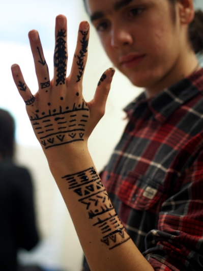 Jacobsen's son Benjamin came with her from Greenland, and shows off self-administered henna designs made of different traditional patterns, but reconfigured. (Photo: Zachariah Hughes, KSKA).