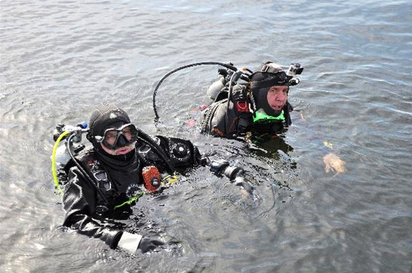 Neil Fisher, left, and Steven Thair prepare to dive. (Submitted photo/StarPhoenix)