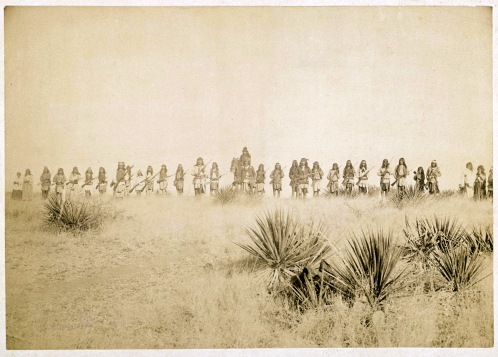 Geronimo (center) with Apache band in 1886. (Special to The Pulse/Public Domain)