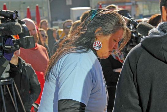 BRAEDEN JONES/ METRO Jean L'hommecourt bows her head in prayer at the Sisters in Spirit event in Edmonton, Sunday.