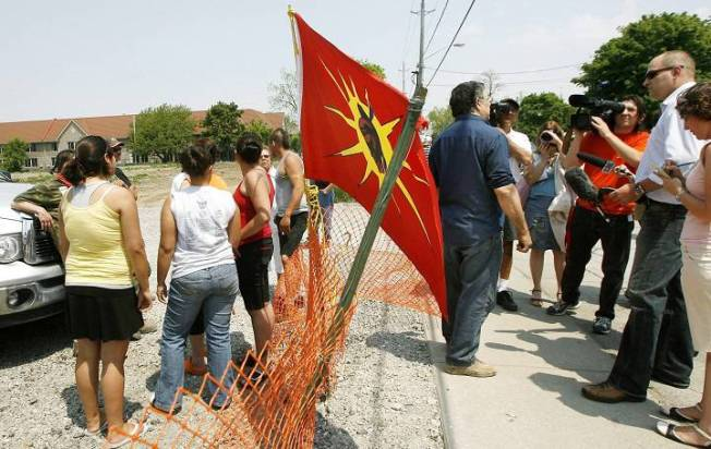 Garry Sault, middle, talks with the media after questioning Six Nations protesters as they guard the front entrance of a housing development in Hagersville, Ont., just south of the 15-month aboriginal occupation at Caledonia on Wednesday, May 23, 2007. CP PHOTO/Nathan Denette