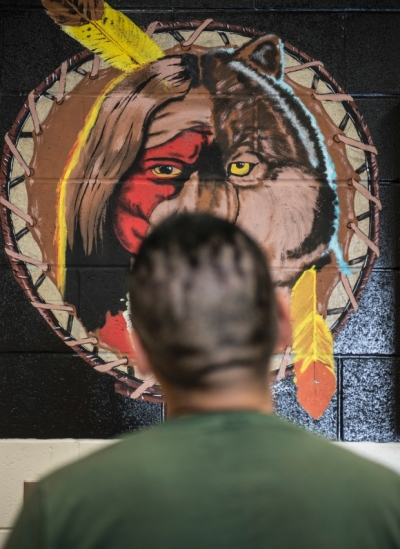 An inmate at the North Slave Correctional Centre (not the one quoted in this article) examines a painting. (Pat Kane)