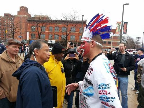 Cleveland Indians Fan Who Wore Red Face in Viral Picture Two Years Ago Returned to Apologize.