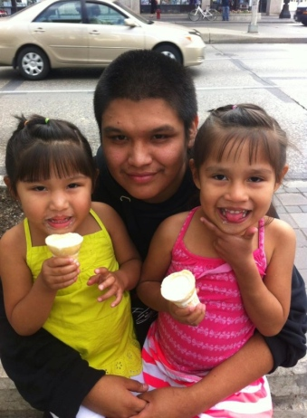 Errol Green with his daughters, Precious (5) and Saige (7). (Courtesy of Rochelle Pranteau)
