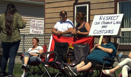 There have been protests in front of some homes where Mohawks live with non-natives in Kahnawake since the renewed enforcement of the law banning mixed couples from staying on the territory. (CBC)
