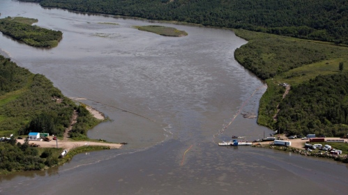 Crews work to clean up an oil spill on the North Saskatchewan River near Maidstone, Sask. on Friday July 22, 2016. Husky Energy has said between 200,000 and 250,000 litres of crude oil and other material leaked into the river on Thursday from its pipeline. THE CANADIAN PRESS/Jason Franson