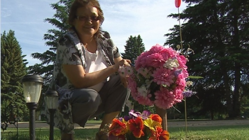 Joyce Gabriel visits her daughter Rocelyn's grave in Portage la Prairie, Man. every day. With no date set for an inquiry into Canada's missing and murdered Indigenous girls and women, Gabriel says she regrets voting for Trudeau. (CBC )