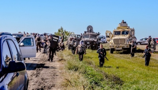 North Dakota authorities using heavy handed tactics on Water Protectors. | Photo: Facebook / Sacred Stone Camp, Rob Wilson Photography