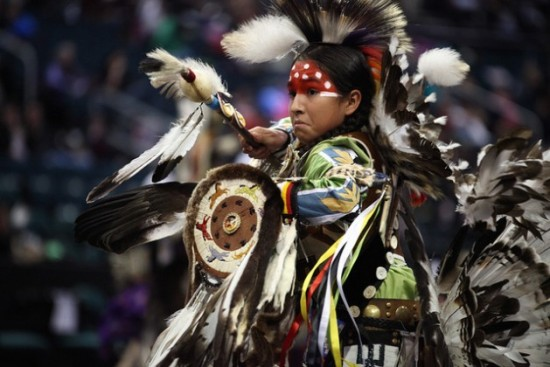 A traditional dancer at the Manito Ahbee Festival, a gathering that celebrates Indigenous culture and heritage to unify, educate and inspire. Credit: Travel Manitoba/cc by 2.0