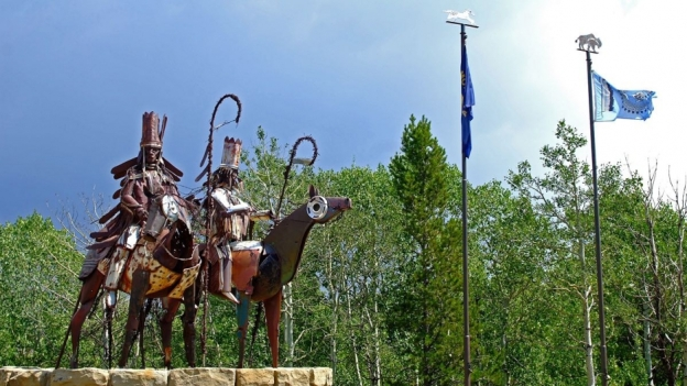 These sculptures can be found at the entry to the reservation near East Glacier. Credit: Martina Nolte/Creative Commons CC-by-sa-3.0 de