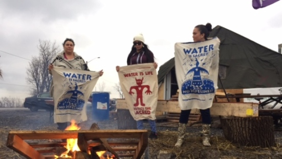 A group of Mohawks from Kahnawake is preventing freight trains carrying oil or other dangerous materials from passing through the territory for 24 hours in solidarity with those protesting a pipeline project in North Dakota. (Steve Rukavina/CBC)