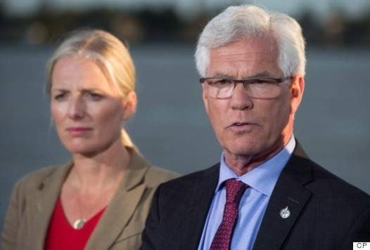 Jim Carr, right, Minister of Natural Resources, speaks as Catherine McKenna, Minister of Environment and Climate Change, appear at a press conference in Richmond, B.C., on Sept. 27. (Photo: Darryl Dyck/The Canadian Press)