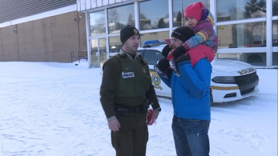 Sunday's rally included a symbolic march to the local police station in support of officers. (Radio-Canada)
