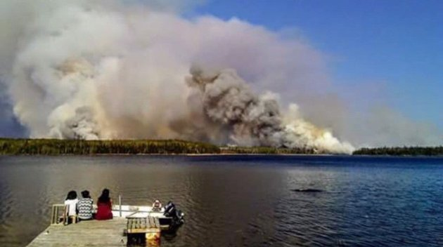 'It got worse:' Evacuation criticized after First Nation surrounded by fire