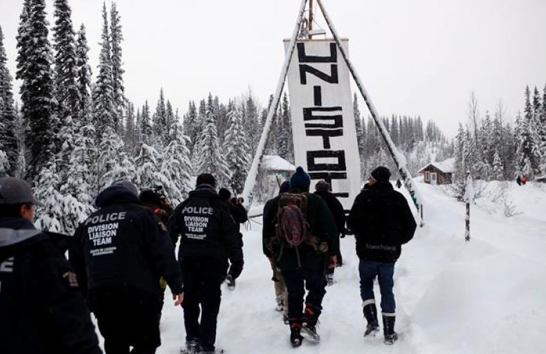 Wet'suwet'en complaints about pipeline builder to be probed by government, police